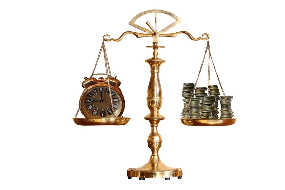 पैसा हे सर्वस्व नाहीच पण पैशाशिवाय आयुष्याला अर्थही नाही….  पैशाची खरी किंमत तो नाही म्हणून चटके सोसल्याशिवाय कळत नाही!